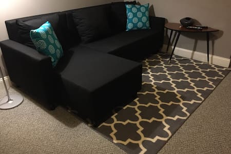Sunny, Spacious Private 2 Room Suite - Providence - House