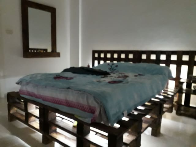 Bed for rent in small house located in hamra beiru