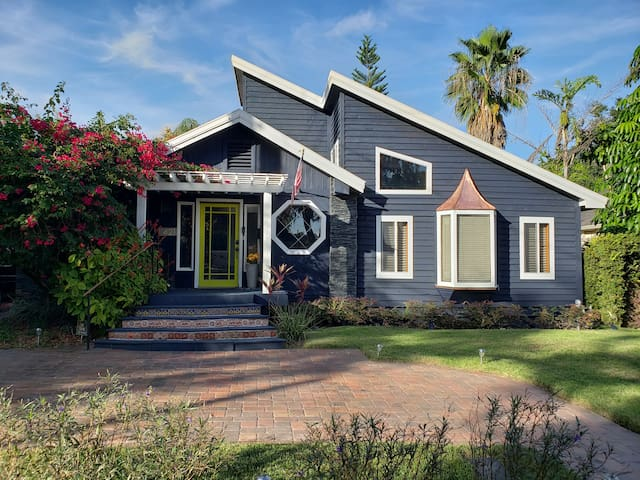 Charming home near downtown orlando / heated pool