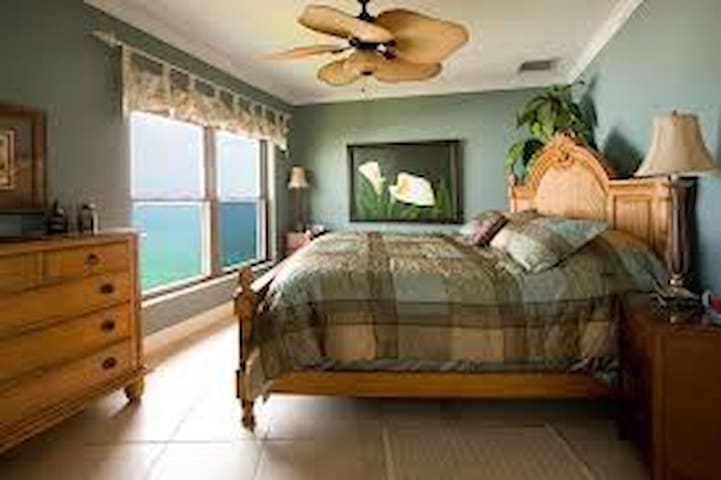 Seven Mile Beach Penthouse Condo - George Town - Apartament