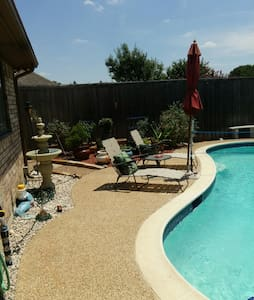 Silvertree Retreat Pool/Spa/Outdoor Living Sleep 6 - DESOTO