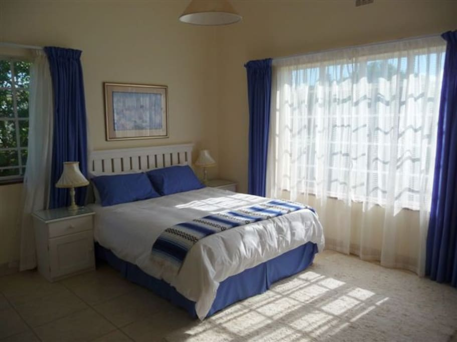 Ithaca houses for rent in kenton on sea eastern cape for Original bedroom designs