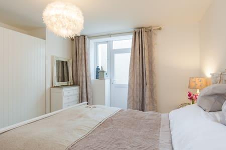 Beautiful apartment, great location - Pontypridd - Apartment