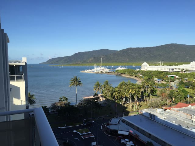 Suite 12 - Ocean Views on The Esplanade - Cairns City - Apartment
