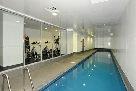 CBD apt room with gym/pool/sauna