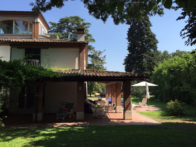 White house in the garden - Parma - Villa