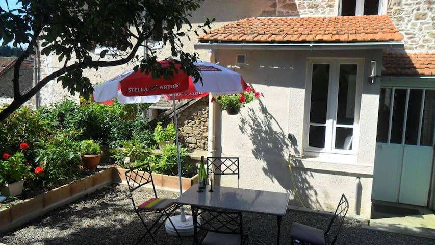 Stone cottage, quiet village location near Limoges