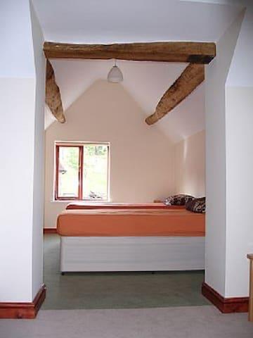 Private room in a barn conversion - Ribbesford