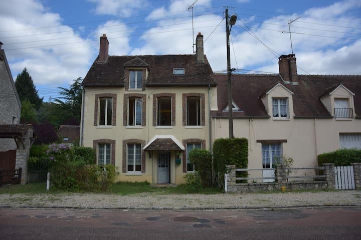 Maisons en couleurs pour se mettre au vert - Fontenay-sur-Loing - Rumah