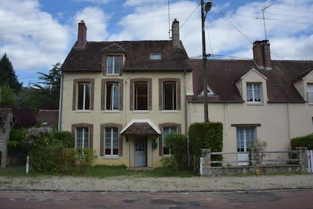 Maisons en couleurs pour se mettre au vert - Fontenay-sur-Loing - Hus