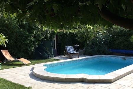 Maison,piscine,tennis, 15' Avignon - Morières-lès-Avignon - Casa