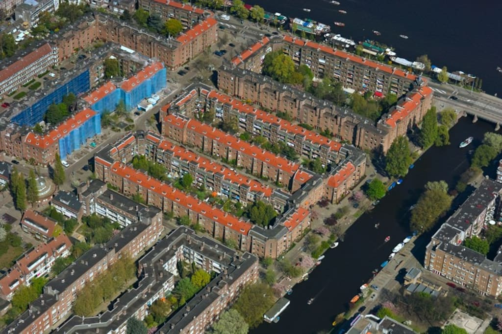Topview of neighborhood. Apartment is near the Amstel river