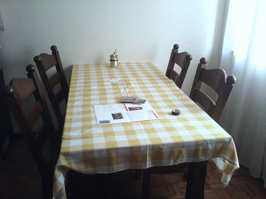 Mesa de jantar/trabalho