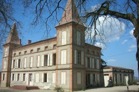Gîte dans une aile du château