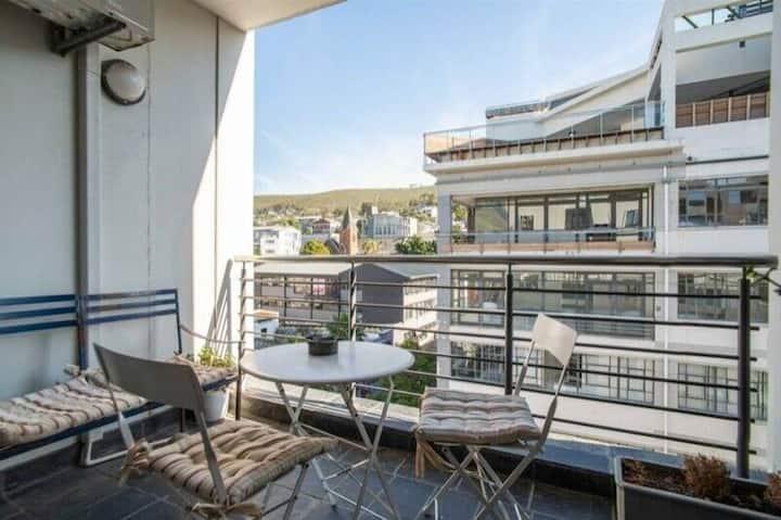 Beautiful Modern City Apartment