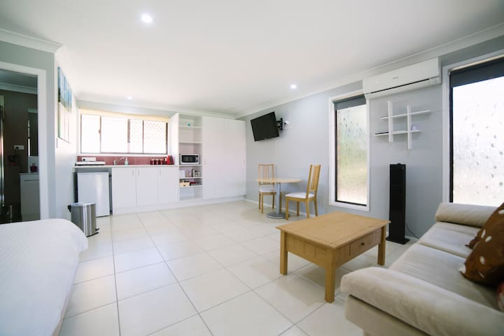 Stylish Studio in Burleigh Waters - Burleigh Waters - Casa de campo
