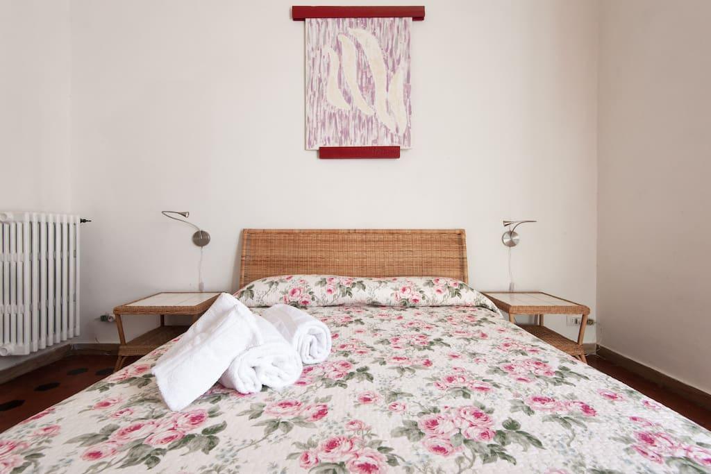 Camera OLFATTO Il grande letto matrimoniale