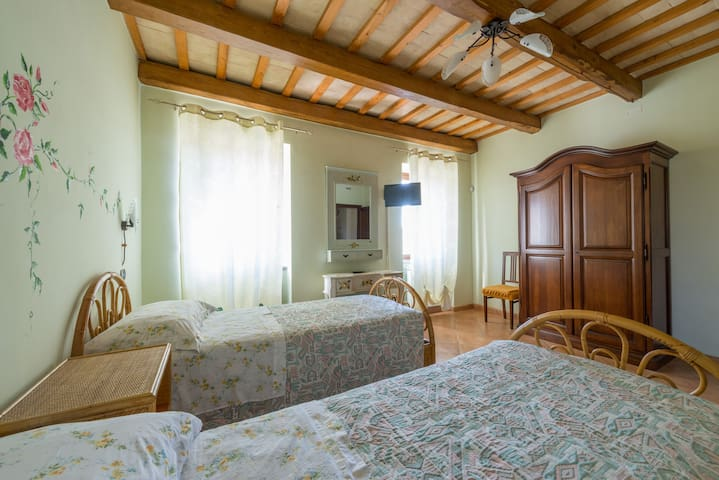 Camera ALBA con bagno in B&B - Santa Vittoria In Matenano - 家庭式旅館