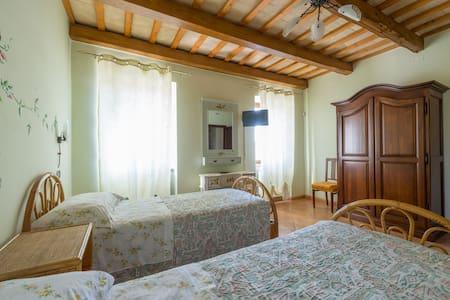Camera ALBA con bagno in B&B - Santa Vittoria In Matenano - Гестхаус