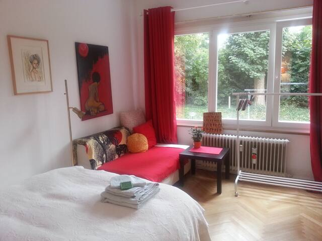 Cozy room in Uccle breakfast incl.
