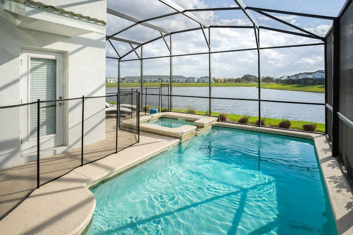 Home With Private Pool & Spa (With Heater), BBQ, TV's, Walking Trails