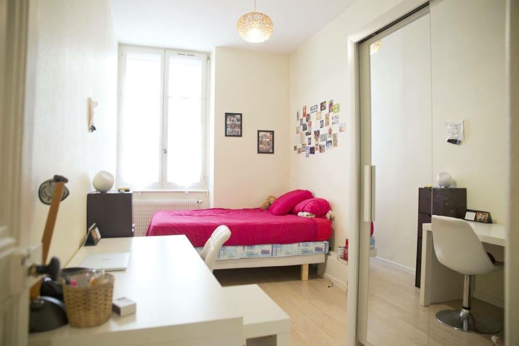 chambre calme et lumineuse appartements louer lyon rh ne alpes france. Black Bedroom Furniture Sets. Home Design Ideas