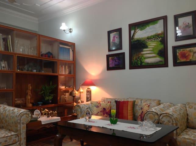 A Warm Home-stay in Guwahati - Guwahati - Leilighet