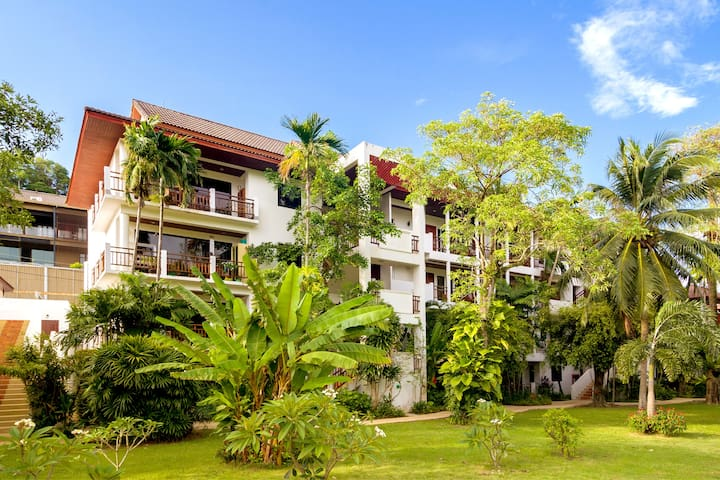 NAI HARN, 2 BED CONDO, 200 METERS FROM THE BEACH !