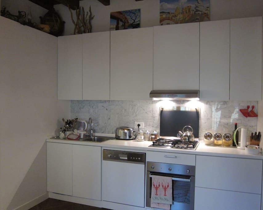 Cucina in area soggiorno