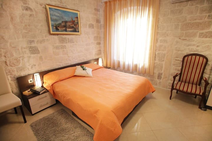 Apartments Dora in Trogir center **** - Trogir - Hus