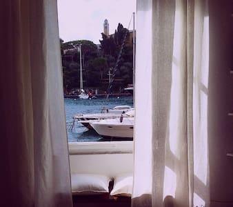 pieds dans l'eau à Portofino