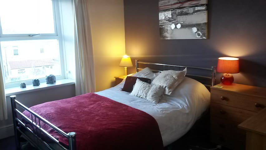 Double room £45 per night with breakfast - Caerphilly - Haus