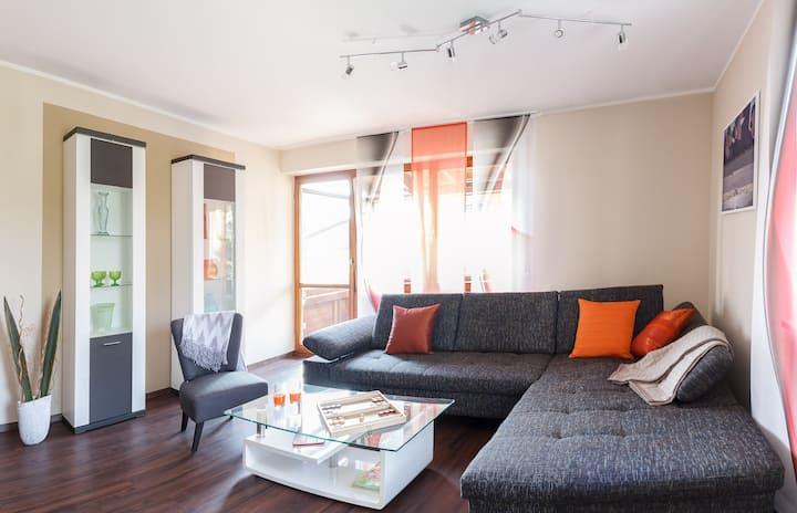 *Elegantes Apartment, Tiefgarage*