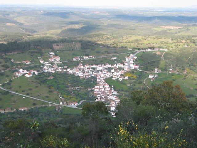Aldeia do Pé da Serra(NISA) - Nisa - House