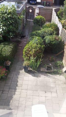 Ruime eengezinswoning met tuin - Vlissingen - House