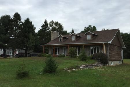 Grande maison à Lac Simon Out. - Chénéville