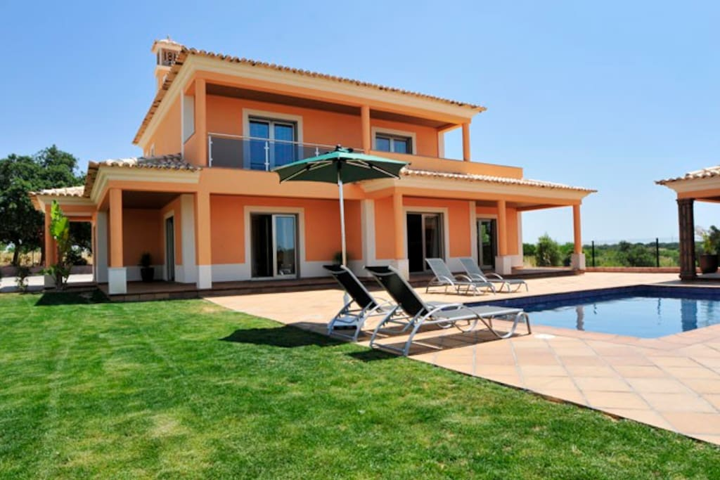 Brand new villa with swimming pool air con and WiFi, located in peaceful semi rural area in Guia