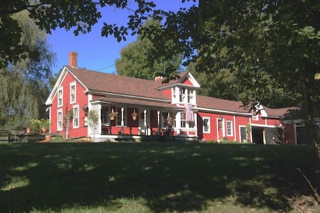 Mending Wall Farm - Bed & Breakfast
