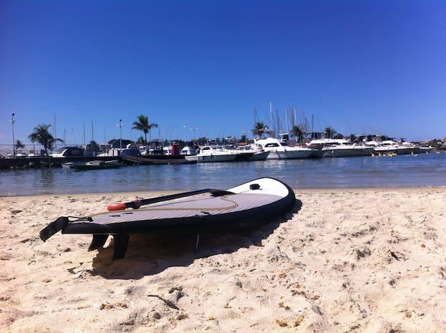 Quarto decorado na Praia do Canto