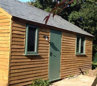 Cute & Cosy Garden Lodge