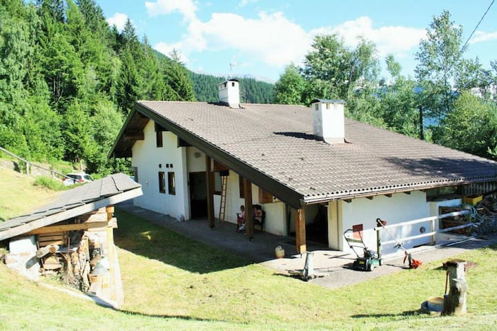 Dolomites. Chalet for 3/4 families - Sover