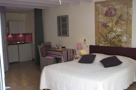 Studio avec coin cuisine privatif - Le Puy-Notre-Dame