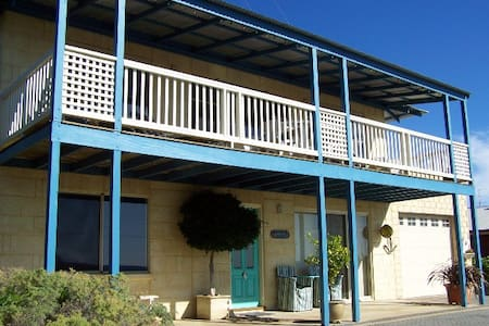 Tippytop Bed & Breakfast - Value! - Preston Beach