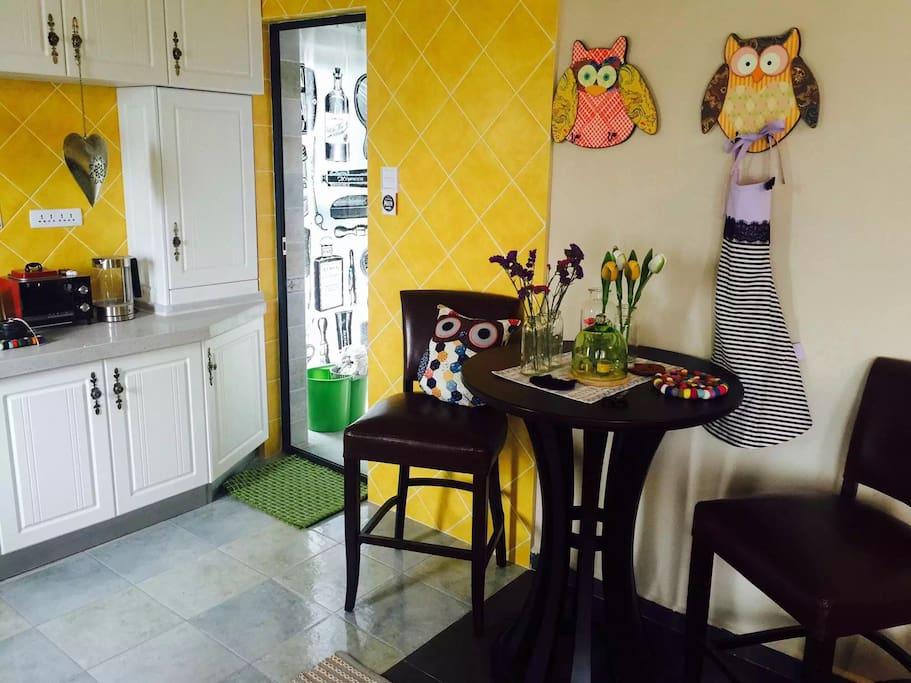 厨房和餐桌