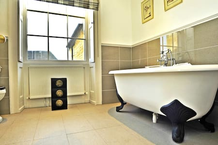 St Mary's Place Luxury Bath Suite - Stamford