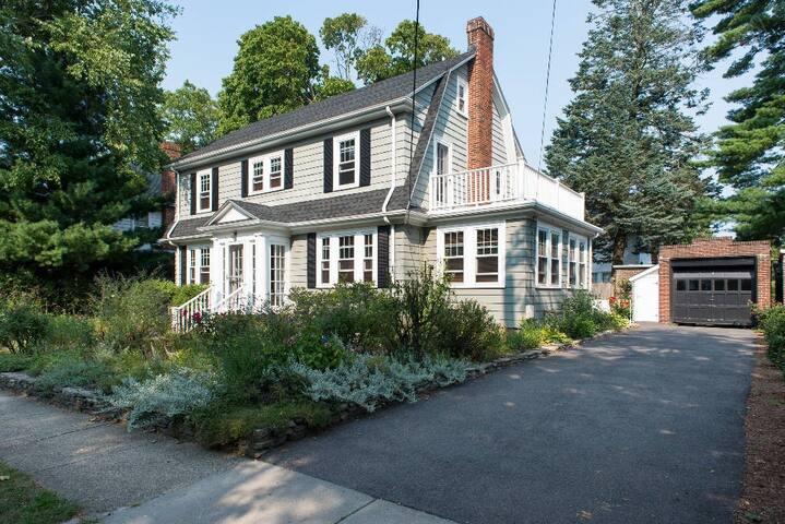 Quiet home 2 miles from Harvard sq - Belmont - Maison