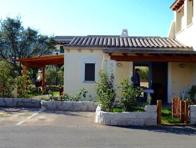 Villetta indipendente con giardino.