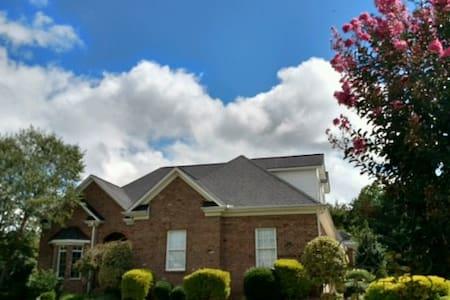 Luxurious Two Bedroom - Oak Ridge - Casa