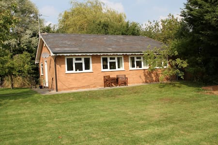 Detached bungalow in quiet location - Bungalow