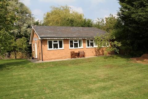 Detached bungalow in quiet location